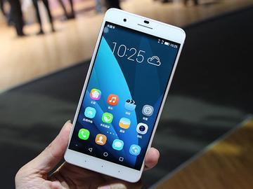 锁定iPhone6 Plus!华为推双眼手机荣耀6 Plus