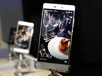 华为公布P8/P8青春版、B2手环售价 去年手机出货超7500万部